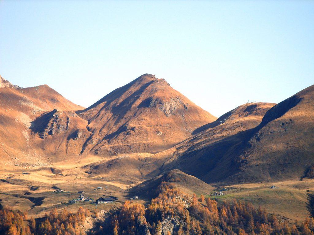 La conca naturale dell'Alpe Ciamporino, sede di spettacolo