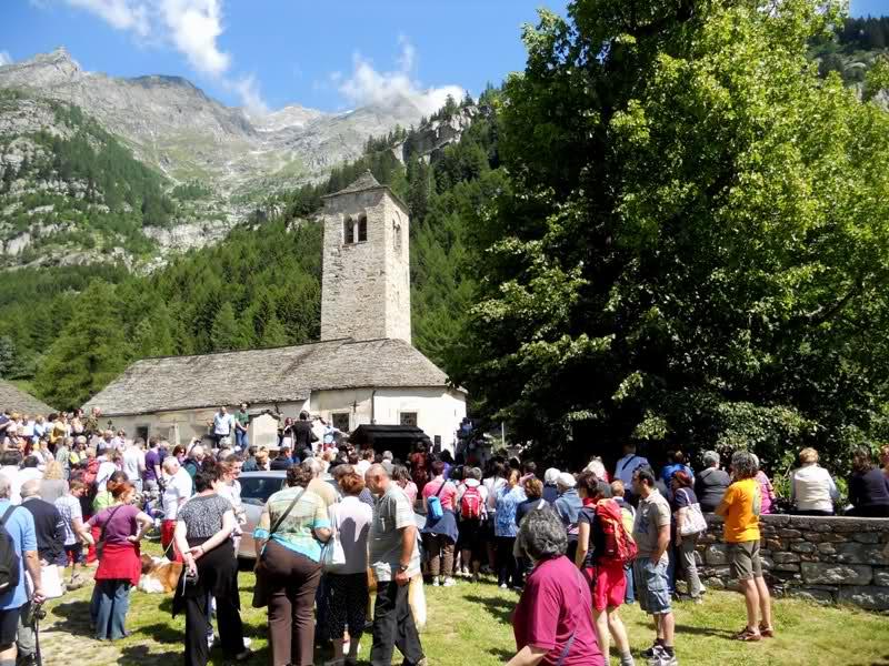 Il tiglio secolare e la chiesa vecchia di Macugnaga