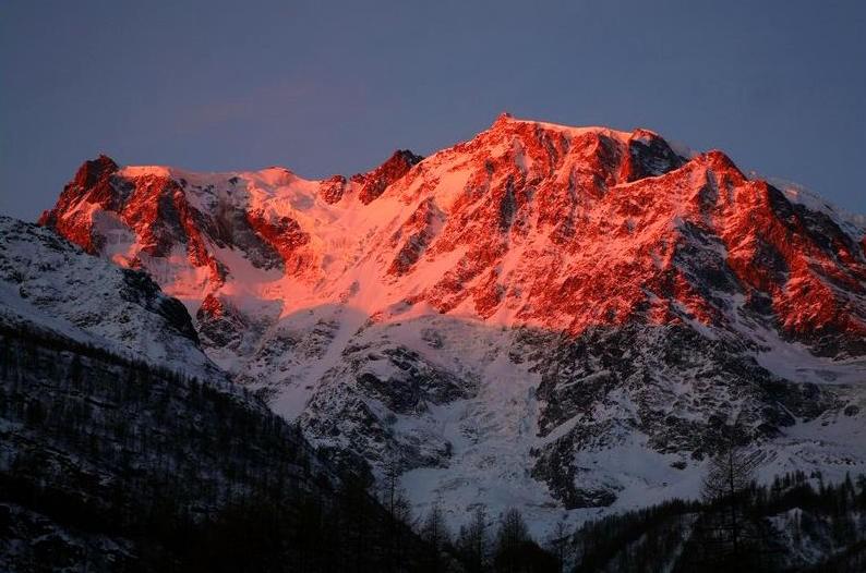 Il tramonto sul Monte Rosa: approfittate dell'aperitivo speciale