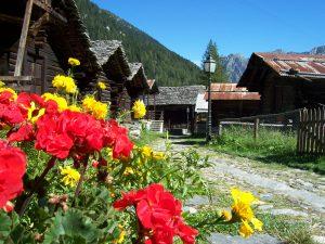 Architettura alpina e natura a Macugnaga
